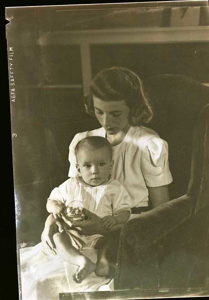 Mrs. S. S. Walden and Child  IV  (09170)