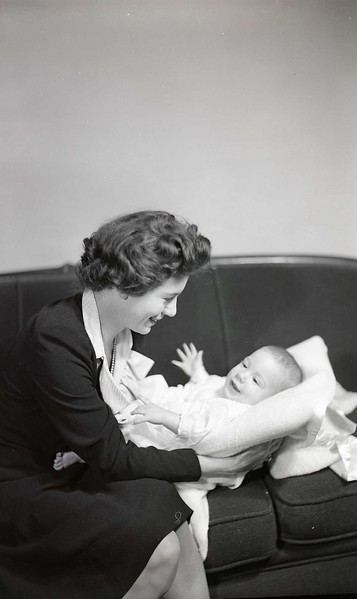 Mrs. W. B. Harris and Infant (12 of 12)  (06923)