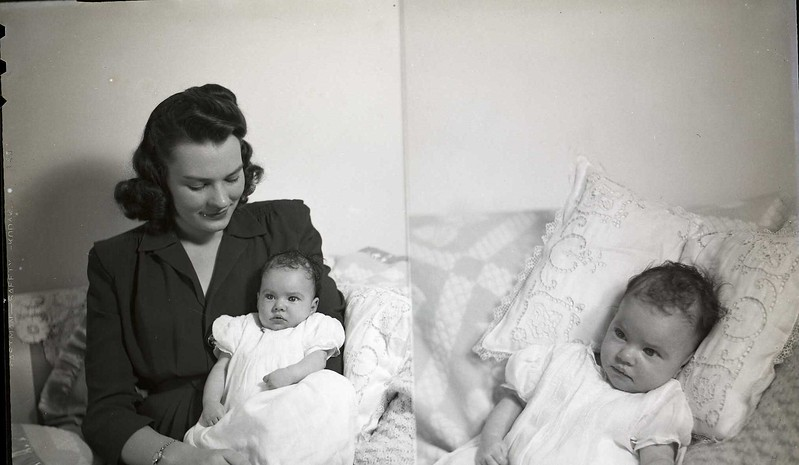 Mrs. R. G. Bailey and Child - 4 of 6 (06981)