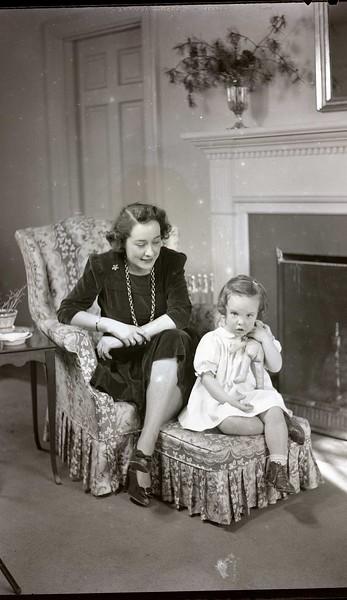 Mrs. B. C. Balwin, Jr. and Child  V  (06969)