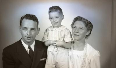 Lieutenant Commander Marshall Wood and Family   VI    (09357)