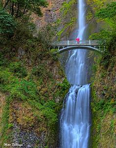 Multnomah Falls and Red Umbrella 9368 w51