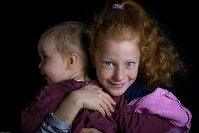 Schwesterkuscheln / sister cuddling
