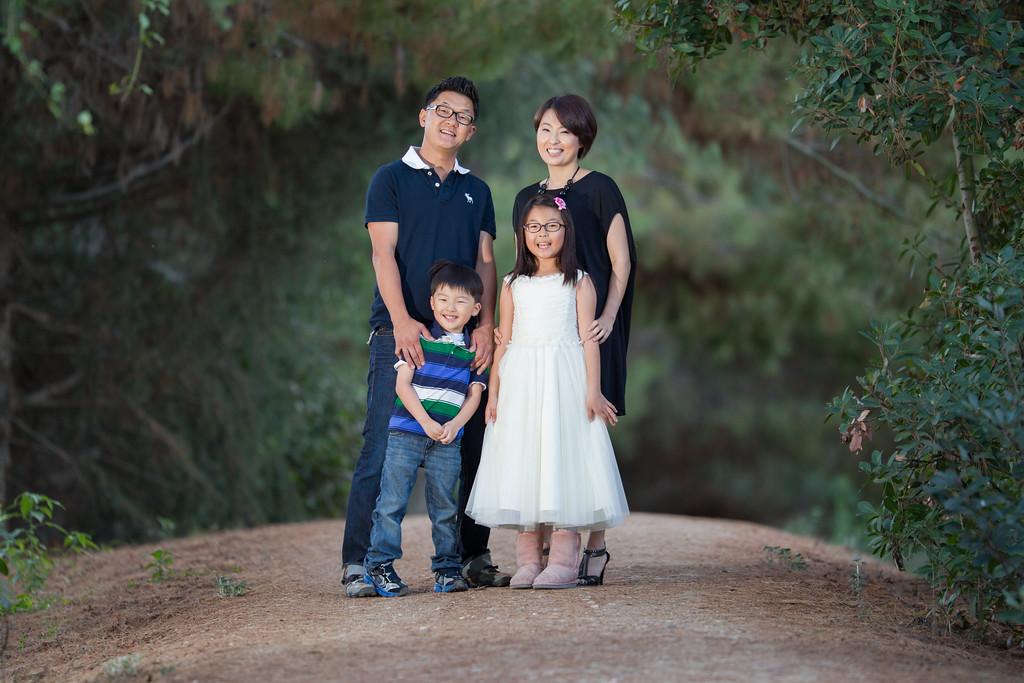 IMAGE: http://www.joonrhee.com/People/Hwang-Family-4282012/i-M6567kt/0/XL/AT2C5625-L.jpg