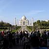 Le Tah Mahal fut érigé par l'empereur Shah Jahan en souvenir de son épouse favorite Mumtaz Mahal.