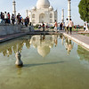 BASSIN DE LOTUS. Il doit son nom à ses jets d'eau en forme de lotus. Le mausolée en s'y reflétant, en a fait l'un des plans d'eau les plus photographiés du monde.
