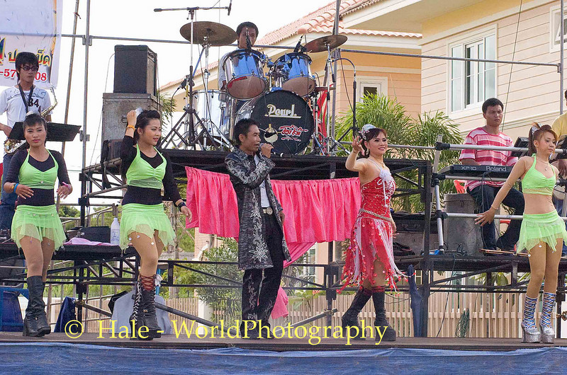 Luuk Thung Show Performers