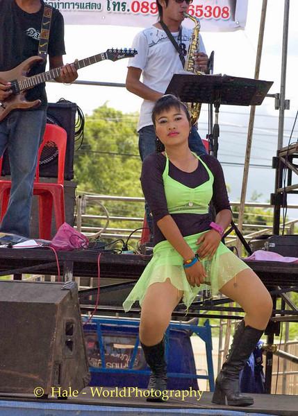 Luuk Thung Band and Dancer