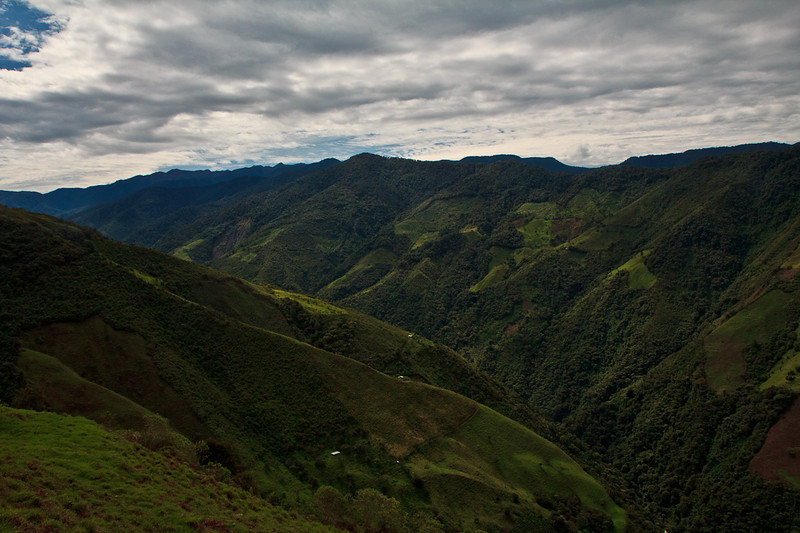 The journey is spectacular; climbing the high and rugged mountains where it feels like you can touch the sky.  We meet in the Dabeiba township, the entrance point to the region of Uraba, and close to the legendary Nudo de Paramillo, which is one of the most bio diverse areas in the world, where forests, jungle and Andean plateau converge.  But also, sadly, so too converge different illegal armed actors and anti-personnel mines.