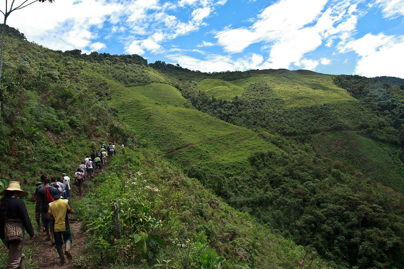 The following day the participants divide into three groups to walk distinct routes.