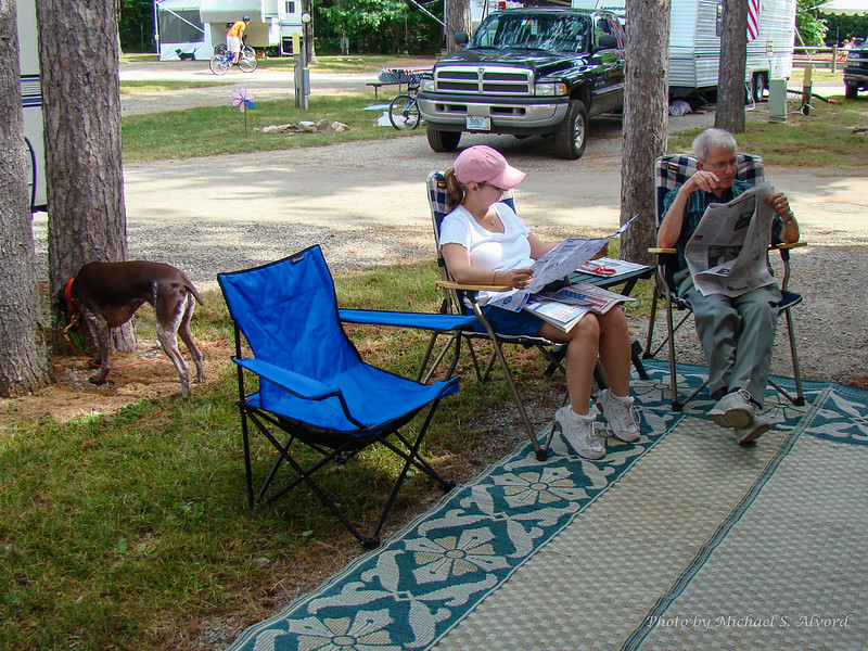 Roe looking at the tourist info, Joe reading the paper, and Dutchess doing what Dutchess does, smelling the ground.