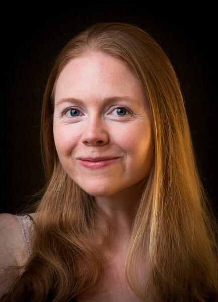 Lisa Hagen - Cinder White
