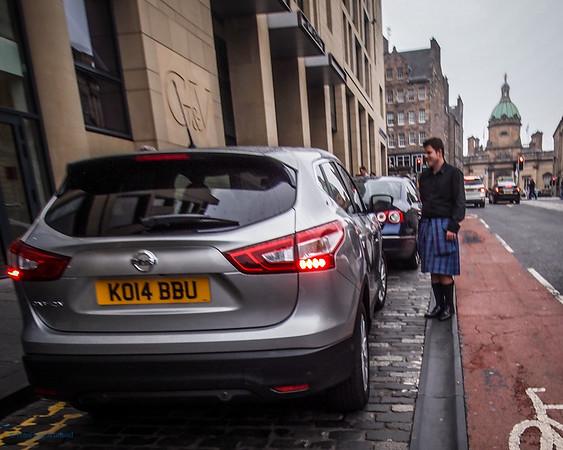 G & V Kiltie aids a guest arriving by car