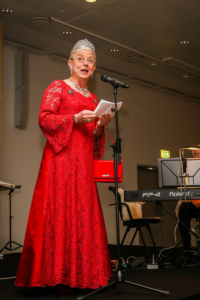 Skuespiller Per Dahl som Dronning Margrethe byder velkommen til aftenfesten