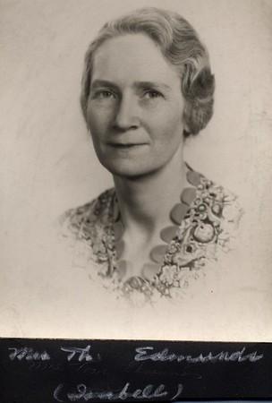Mrs. Thomas Edmunds (07245)
