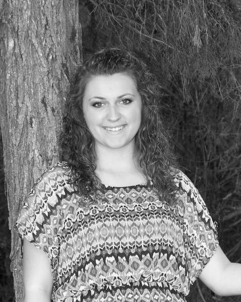 Lyndsi Mauck Senior 2015-76bw (400 of 1)