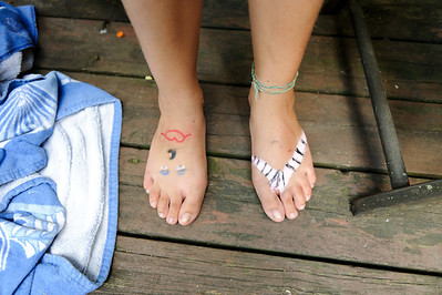 Ali's feet?