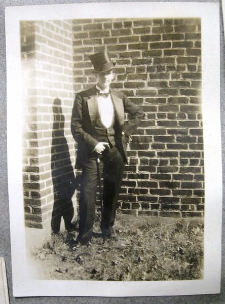 Gentleman in Formal Dress (05096)