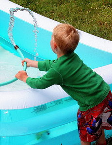 Young Eli filling up the pool