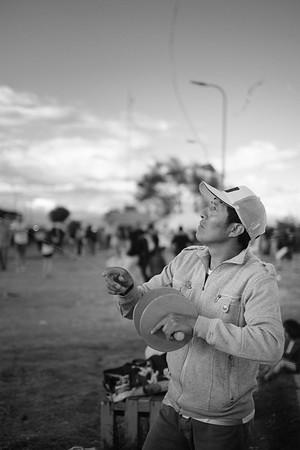 Volador de cometas. El panecillo en Quito, Ecuador. #quito #cometa #papalote #kyte #loves_americas #ig_ecuador #ig_travel