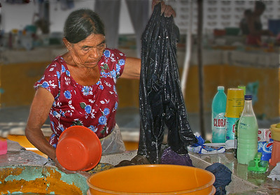 Alcapulco woman washing clothes