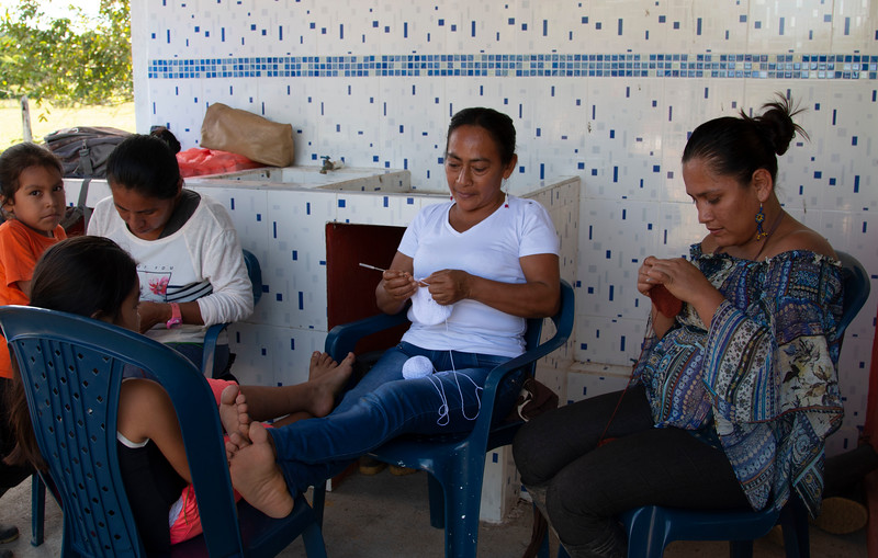 Throughout the day the women from MEMPA weave their mochilas in a calm and pleasant atmosphere, mutually supporting one another.