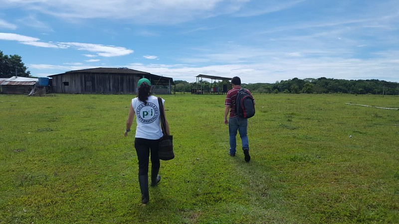 Bajo Cuembi is a small hamlet which transmits fresh air and calmness; we are accompanying Carlos Fernández from the Inter-Church Justice and Peace Commission.