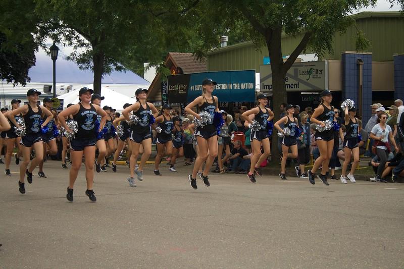 Parade 44