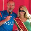 Nathalie den Dekker, de Miss Nederland World 2012 naast de verslaggever.