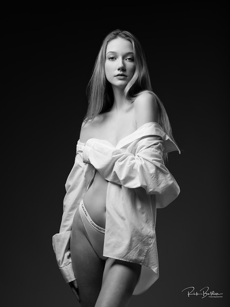 I had the pleasure of creating a Calvin Klein inspired shoot with this talented Model in my studio.  As you can see She did an amazing job!  Model:  @brooklynblaylockk  Clothing: @calvinklein   .........................................................