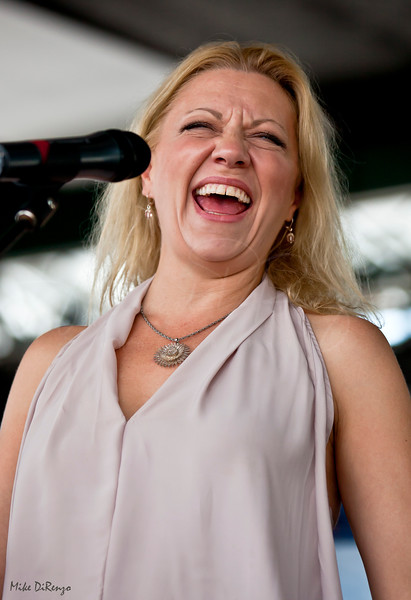 Vicki Bell 5609 - Alexis P Suter Band
