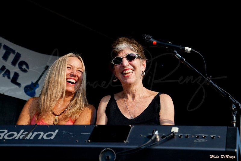 Honey Alexander and Marcia Ball 0699