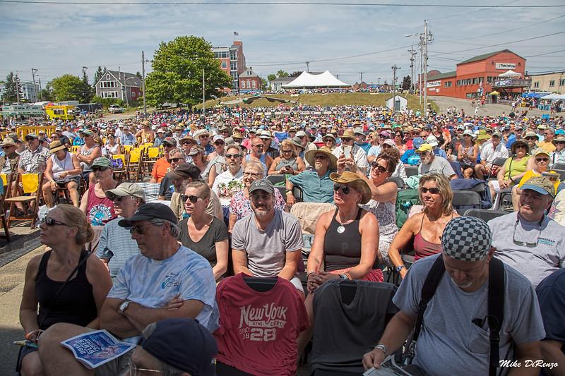 The Crowd 0730 w2018