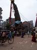 C'est le nouvel an népalais. Les célébrations sont particulièrement impressionnantes à Bhakatpur, où ce festival dure une semaine. 2 imposants chariots sont assemblés. Dans le premier, on place les effigies des dieux Bhairav et Betal ; dans le 3e, l'effigie d'Ajima. Une rivalité est alors engagée entre les équipages des deux chariots qui tirent des cordes pour les diriger. Puis on les fait dévaler jusqu'à la rivière. Un mât haut de 25 m est alors érigé et, le lendemain, la compétition recommence pour abattre ce mât. Lorsqu'il est à terre, la nouvelle année débute.<br /> En 1997 et 1998, le mât s'est brisé en deux, signe de mauvais présage pour l'année nouvelle. Les nombreux maux dont souffre le Népal sont volontiers attribués à cet événement.