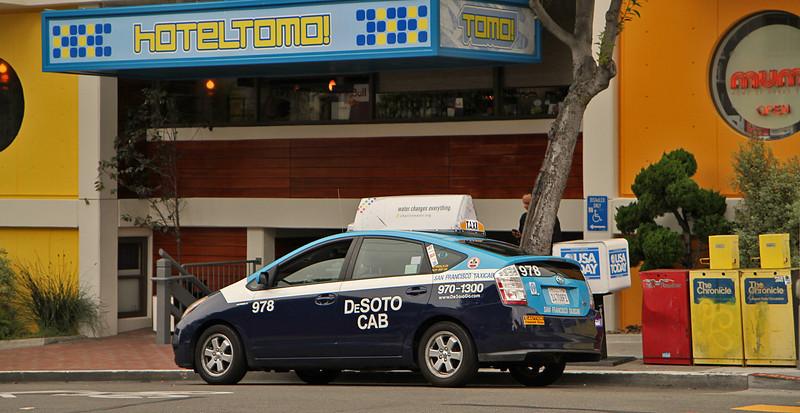Hotel Tomo, Cab DeSoto