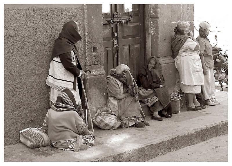 Beggar_Women_on_Corner_B&W-Edit