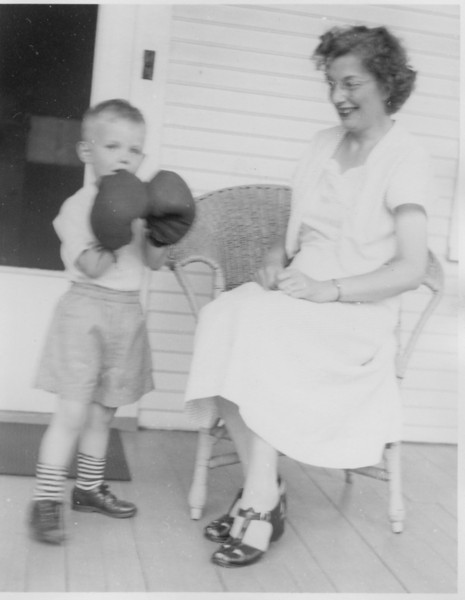 1950 Bob with boxing gloves Doris