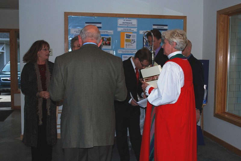 Organists and clergy pray together before the service