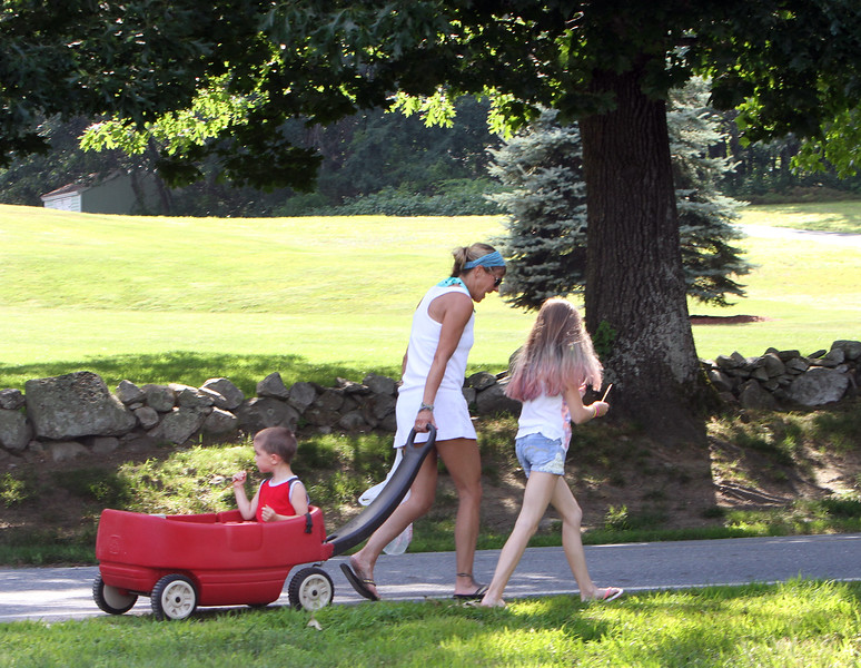 Features at Parlee Farms. Stacey Betty of Tyngsboro, her daughter Brylee, 10, and son Austin, 3, head home after buying fresh tomatoes and blueberries at Parlee Farms in Tyngsboro. They live close enough to walk. (SUN/Julia Malakie)