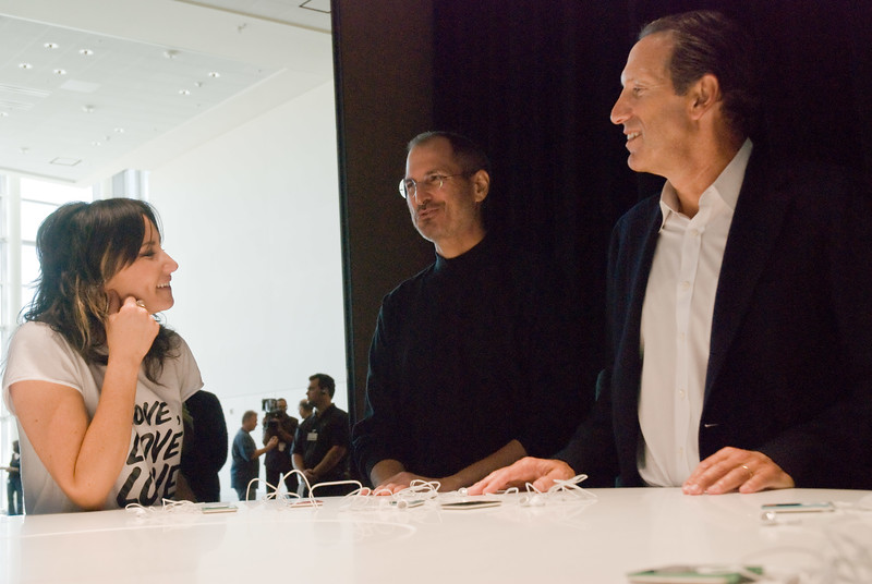 Singer K.T. Tunstall, Apple CEO Steve Jobs and Starbucks CEO Howard Schultz joking around at the Moscone Center in San Francisco, presenting Apple's fall 2007 collection of iPods.