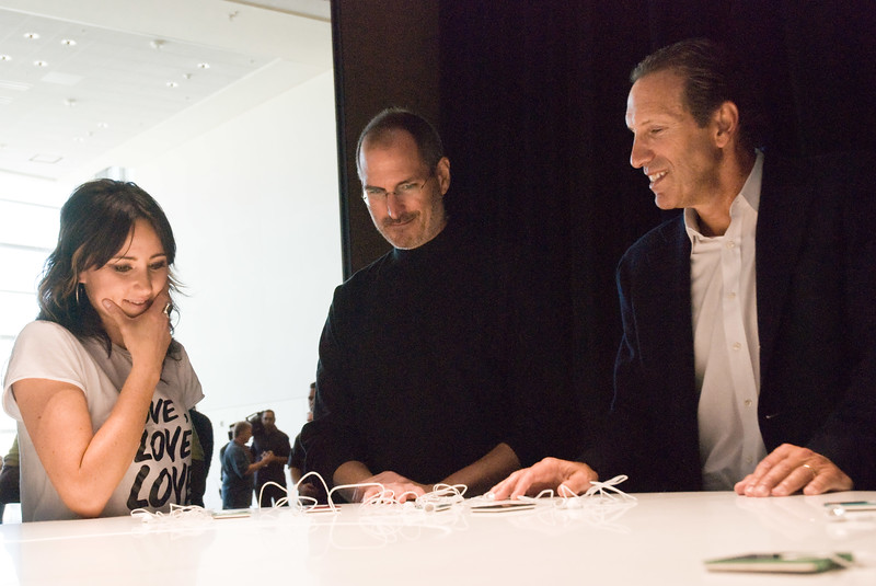 Yep, they're cool! Singer K.T. Tunstall, Apple CEO Steve Jobs and Starbucks CEO Howard Schultz admire Apple's newest collection of iPods at the Moscone Center in San Francisco.