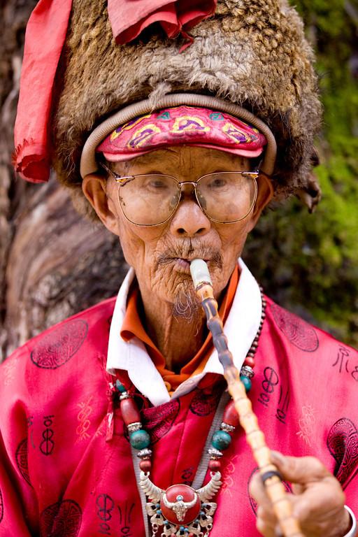 Naxi Pipe Smoking