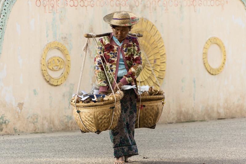 market, Taung Kalat, Myanmar