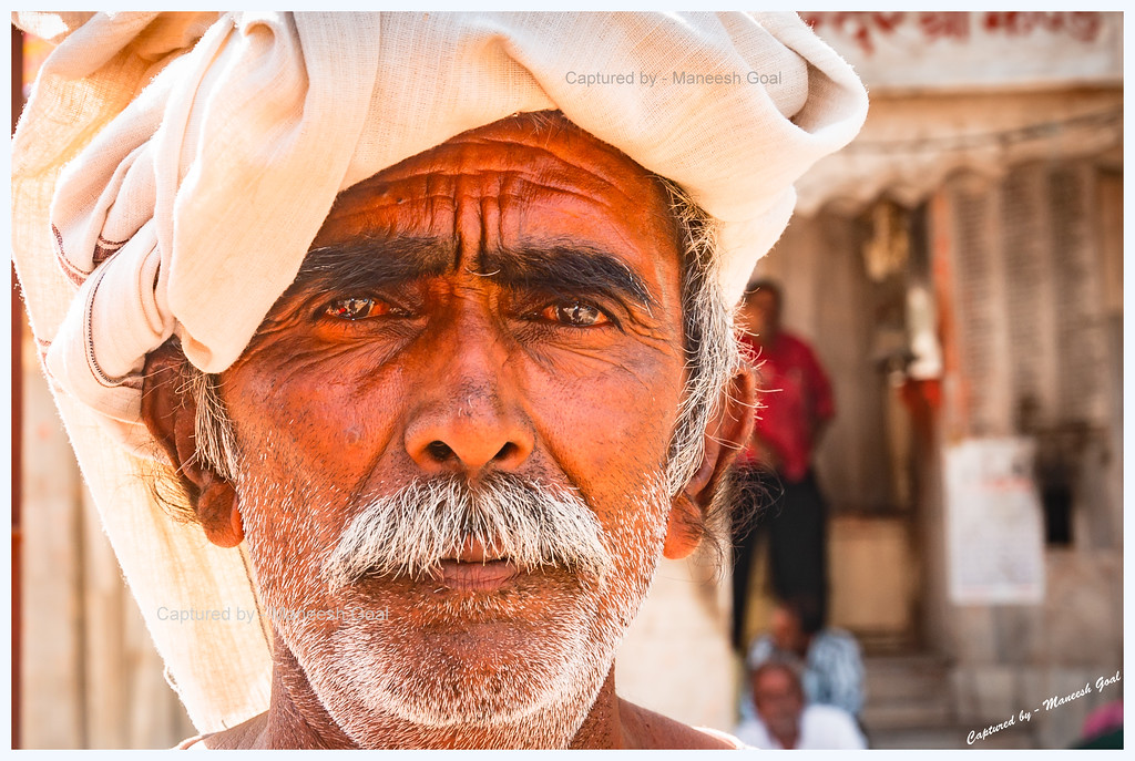A cycle rickshaw puller in the Pink City of Jaipur, Rajasthan