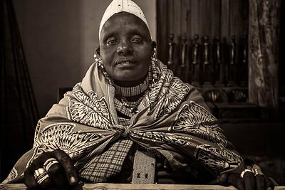 Tanzanian Artist B&W Copyright 2020 Steve Leimberg UnSeenImages Com _DSC1375