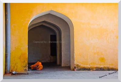 Bliss! A woman takes a nap inside the Amber (Amer) Palace, Jaipur (Rajasthan)
