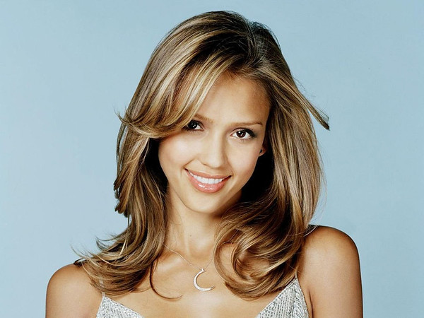 Jessica-Alba-Smile-Best-Wallpaper-HD-2