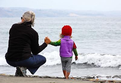 mother-child-ocean