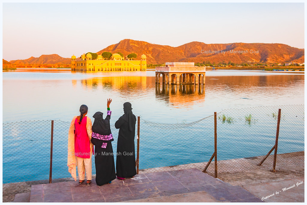 Women enjoying the sights of the Jal Mahal Palace complex, Jaipur (Rajasthan)