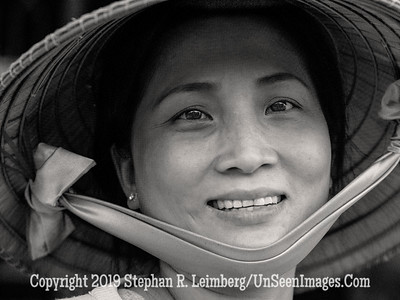 Woman in Hat - B&W Copyright 2018 Steve Leimberg UnSeenImages Com _DSF8975